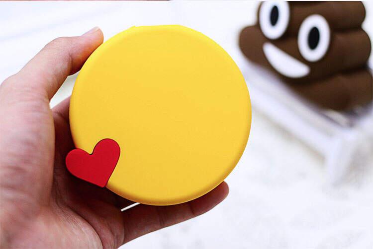 "Power Bank 2600 mAh Emoji ""Поцелуй"""
