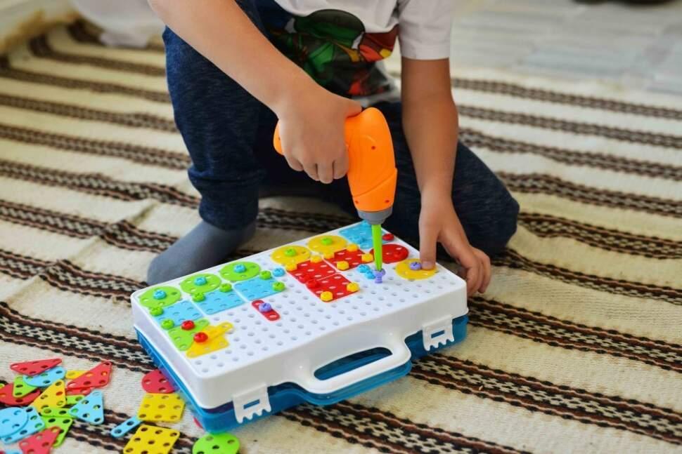 Детский развивающий конструктор с шуруповертом Creative Magic Panel