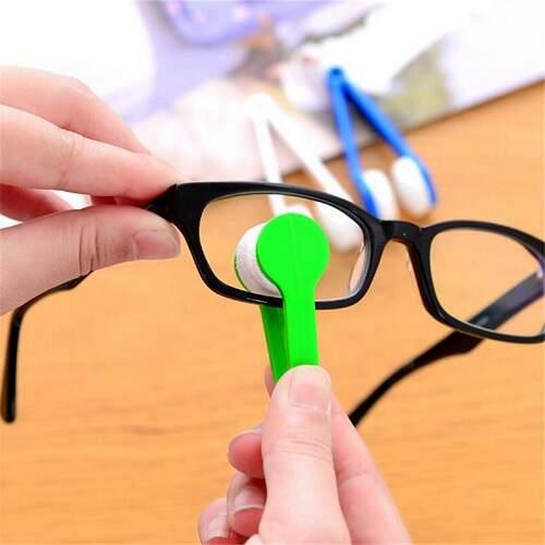 Щетка-щипцы для чистки стекол очков